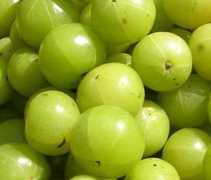 Natural Home Remedy Using Indian Gooseberry and Lemon Juice