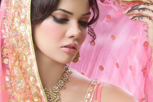 Mehndi Makeup In : Najla s beauty clinic and institute complete details u saloni