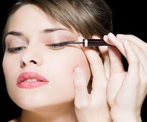 Applying Mascara Before Liquid Liner