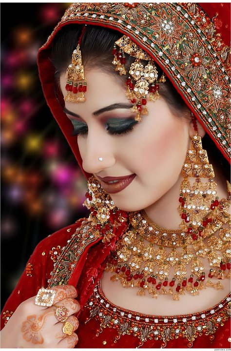 Full Bridal Makeup : Mahrose Beauty Parlor Complete Details Saloni Health ...