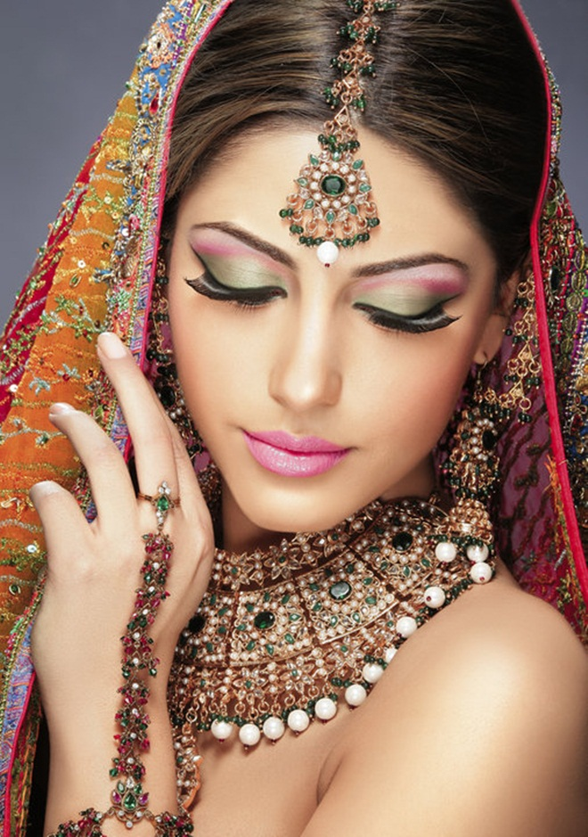 Wedding Makeup Pictures Brides : Mahrose Beauty Parlor Complete Details Saloni Health ...