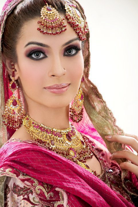 Diva beauty salon services complete services saloni for Adiva beauty salon