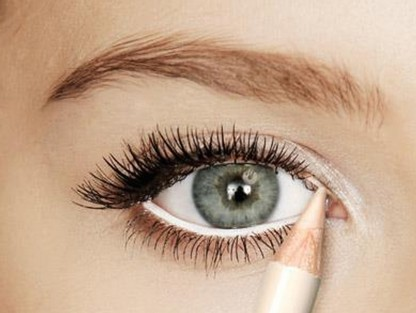 Highlight the Corners of Your Eyes