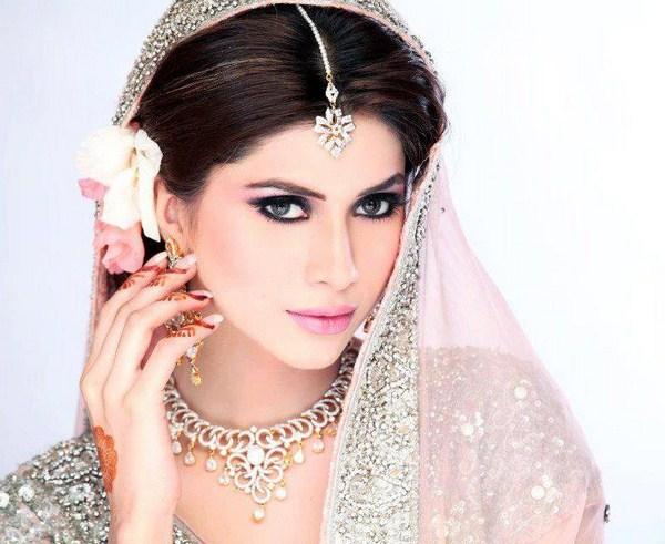 Uzma S Mehndi Makeup : Best bridal photo shoot by uzma s