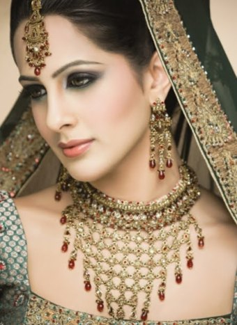 Bride Engagement Makeup By Kashee's (Engagement Photos)