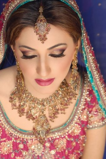 Bride Engagement Makeup By Kashee's (Engagement Photos)1