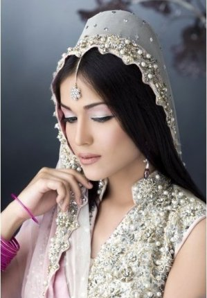 Bride Mehndi Makeup By Kashee's (Mehndi Photos)1
