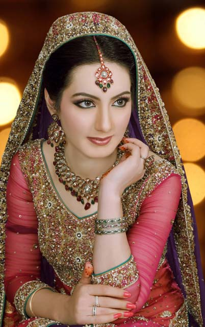 Wedding Dressup And Makeup : Latest Dulhan Makeup by Kashees Beauty Parlour Complete ...