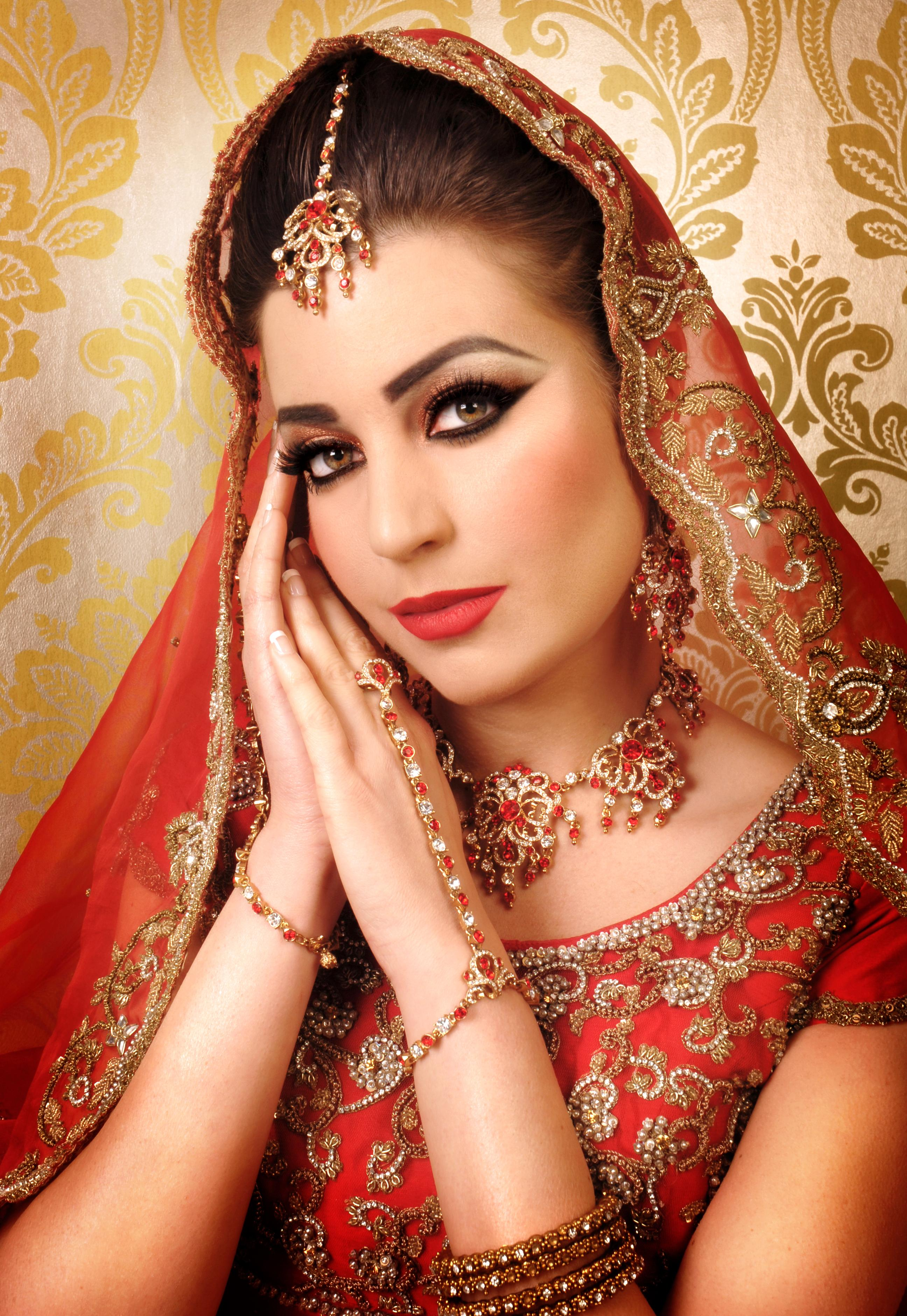 Bridal Makeup Beauty Parlour - Mugeek Vidalondon