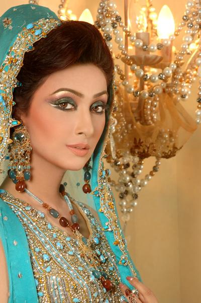 Mehndi Makeup In I : Latest dulhan walima mehndi makeup by blazon salon and