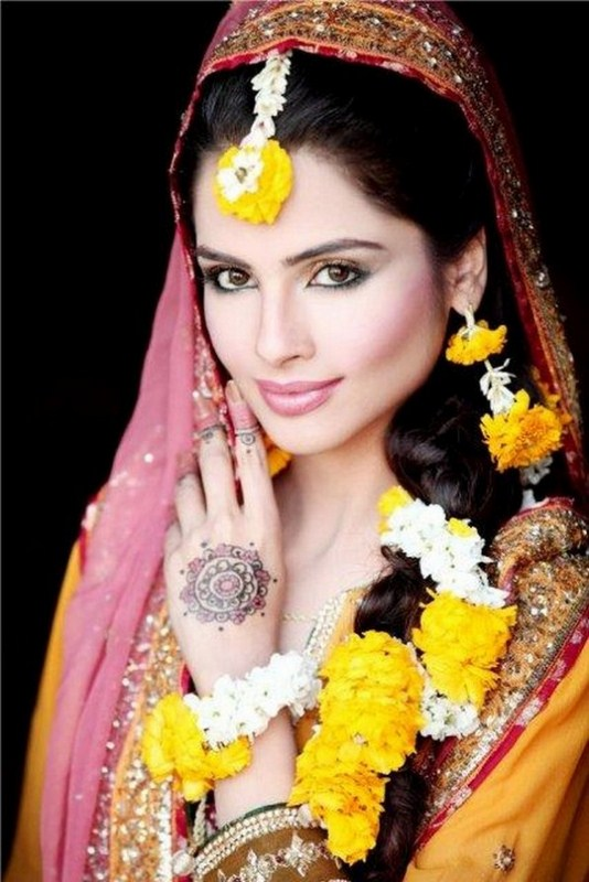 New Mehndi Makeup : Latest dulhan walima mehndi makeup by blazon salon and