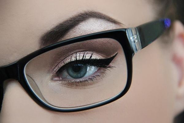 magnifying-glasses-for-applying-eye-makeup