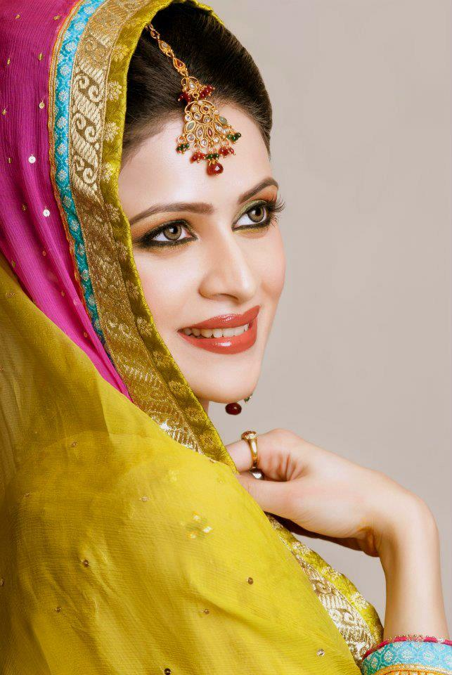Bridal Makeup Model Images : Sapna Beauty Parlor Complete Details Saloni Health ...