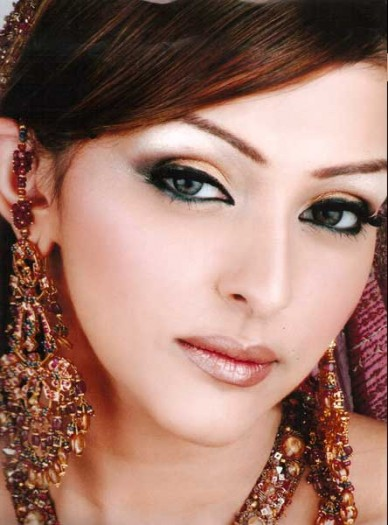 Beautiful Wedding Makeup Pictures : Kashees Beauty Parlour Complete Details Saloni Health ...