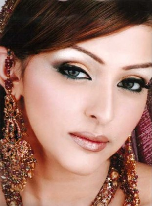 Model Makeup Look By Kashee's Beauty Parlour