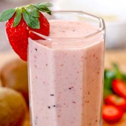 Strawberry-Kiwi Smoothie1
