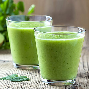 Healthy High-Protein Spinach, Kiwi & Chia Seed Smoothie1