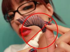 Apply-false-eyelashes