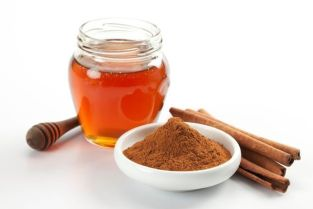 630px-Melissarae_Honey-Cinnamon_Emollient_Night_Mask
