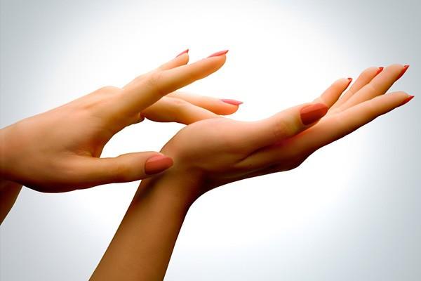 hand-care-tips-in-summer-in-urdu.jpg