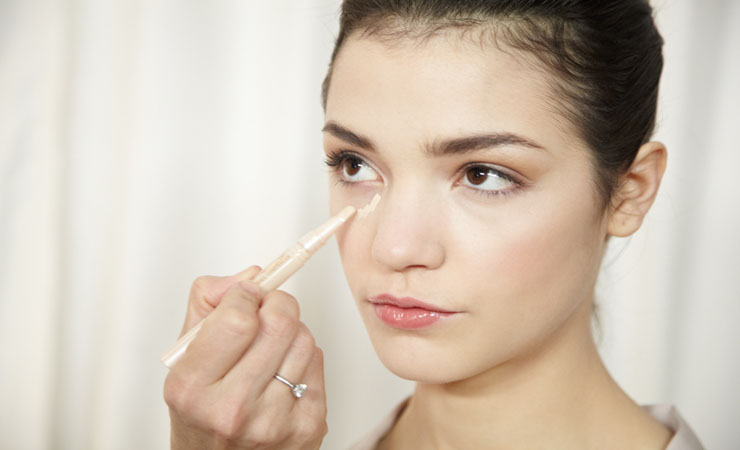 use-concealer-and-foundation-fo-rcircles