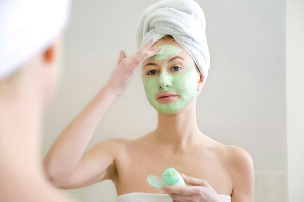 woman-applying-face-mask_rhux46.jpg