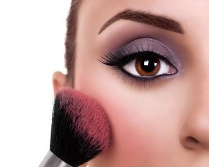 FireShot Capture 545 - Make-up trends help boost UK blusher _ - http___www.cosmeticsdesign-europe..png