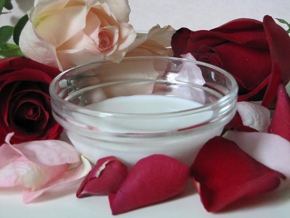 Home-Made-Milk-Face-Masks-with-rose-petals.jpg