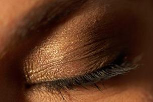 safe-to-moisturize-eyelids-1