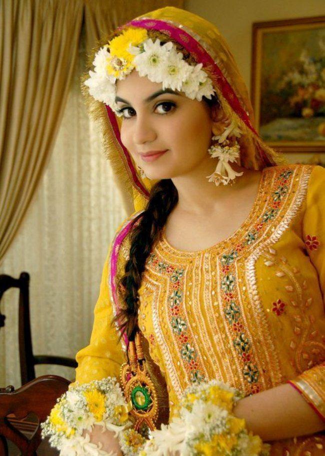 Bridal-Hairstyle-2015-idea-Mehndi-hairstyle-designs-bridesmaid-hairstyle-2015-for-Mehndi-function-fashionmaxi.com-39.jpg