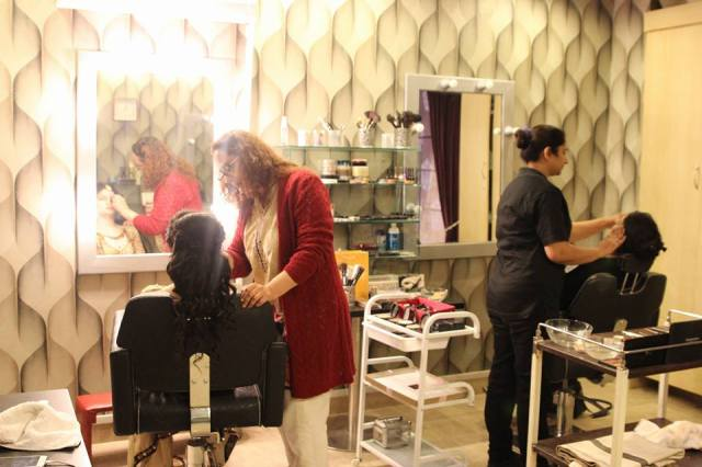 Reviews saloni health beauty supply for Nina g salon lahore